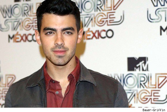 Joe Jonas live chat