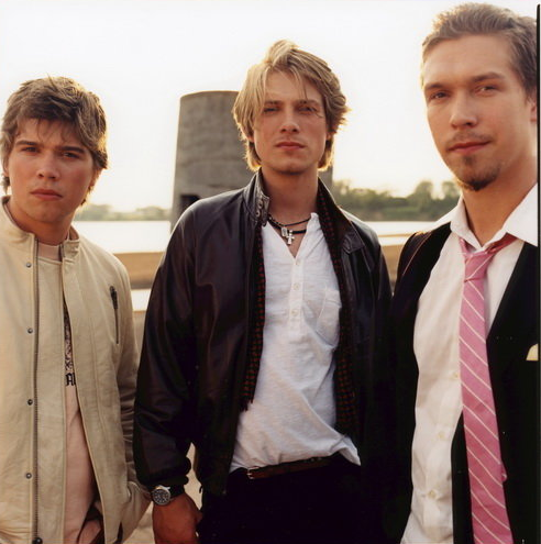 ... of three brothers, Isaac, Taylor and Zac Hanson from Tulsa, Oklahoma.