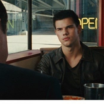 Taylor Lautner Dodges Bullets in New 'Abduction' Clip