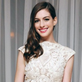 Anne Hathaway Signs on For Les Miserables