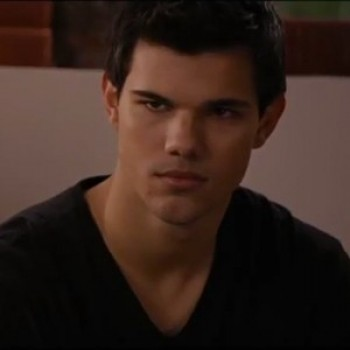 Jacob Reveals Sam's Plan to the Cullens + 2 More 'Breaking Dawn' Clips