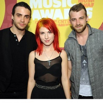 Paramore Offer New Music Exclusively to Singles Club Members