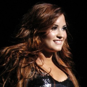 Demi Lovato Covers Maroon 5's 'Moves Like Jagger' in Detroit