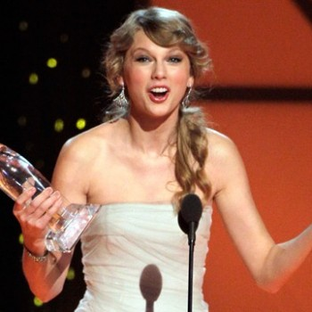 Taylor Swift, The Band Perry Win Big at the 2011 CMA Awards
