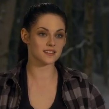 Kristen Stewart Reveals British Accent in New 'Snow White and the Huntsman' Clip