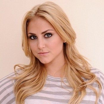 Update: Cassie Scerbo Hits The National Anthem At L.A. Galaxy Game