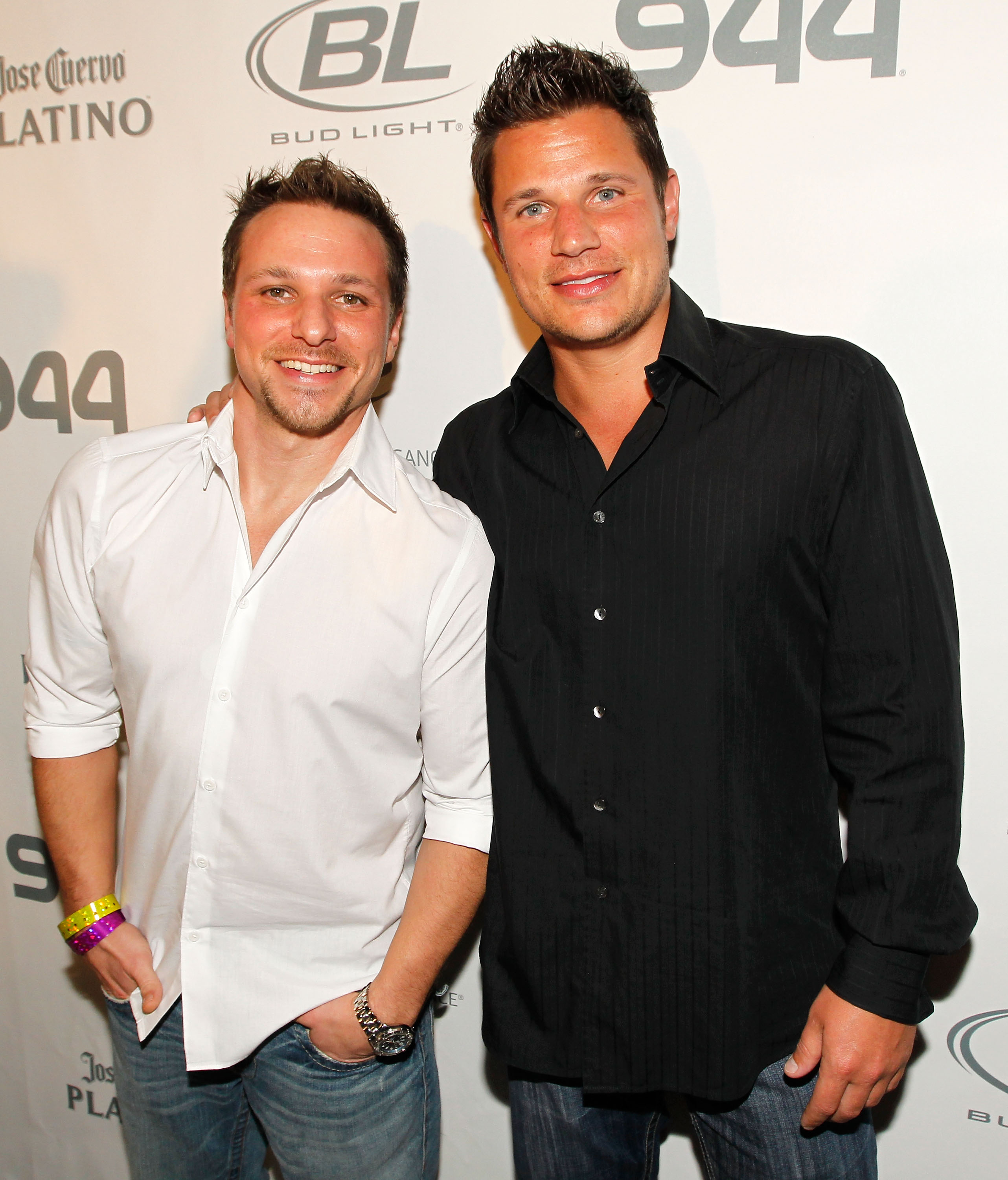 Nick Lachey announes that 98 Degrees is reunitng for one night.