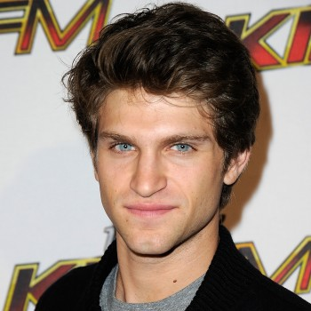 'Pretty Little Liars' Star Keegan Allen on Make Out Scenes, Playing A Bad Boy