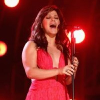Kelly Clarkson Weight Loss: Kelly's Slimmer Body at Billboard Music Awards 2012!