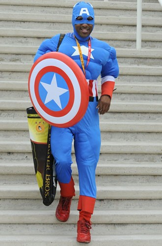 Captain America vs. Bumblebee: Comic-Con Costume-Off!