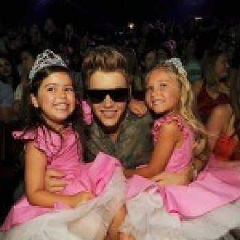Teen Choice Awards: The Ellen Show's Sophia Grace and Rosie Hang With Justin Bieber