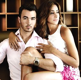 Jonas Brothers, Kevin Jonas, married to jonas
