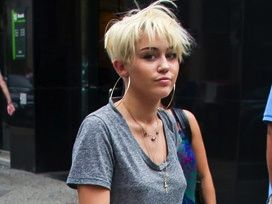 miley cyrus, miley cyrus news, miley cyrus fashion, miley cyrus hair, miley cyrus backless shirt, miley cyrus backless t shirt