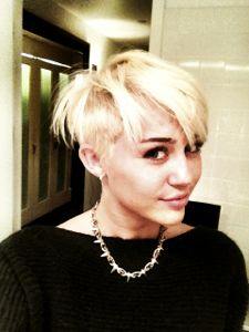miley cyrus, miley cyrus short hair, miley cyrus pixie, miley cyrus hair, miley cyrus hairstyle, miley cyrus chops hair, miley cyrus short hair pic, miley cyrus shaves head
