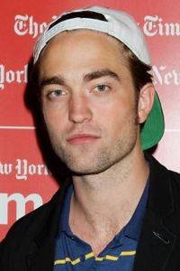 robert pattinson, robert pattinson mtv, robert pattinson mtv interview, robert pattinson mtv interview video, watch robert pattinson mtv interview, robert pattinson mtv first