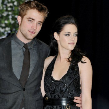 Kristen Stewart Spotted in Robert Pattinson's T-Shirt. Too Soon?