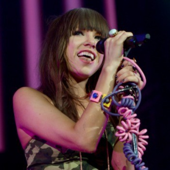 Carly Rae Jepsen Back on Top at Cambio Radio: Will Taylor Swift Knock Her Down Next Week?