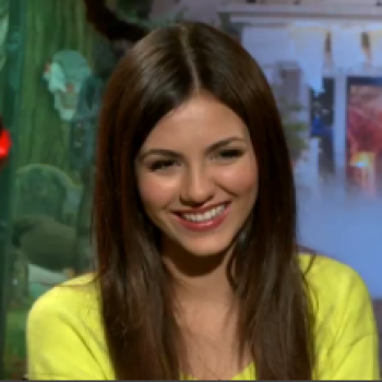 'Fun Size': Victoria Justice and Her Costars Show Us a Good Time!