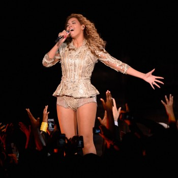 Beyonce Performs in Belgium, Writes Handwritten Apology to Fans