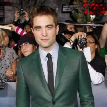Robert Pattinson Hangs in LA With an Unlikely Companion