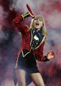 taylor swift, taylor swift emas, taylor swift mtv ema, taylor swift mtv ema 2012, taylor swift we are never ever getting back together mtv ema, taylor swift mtv ema wanegbt