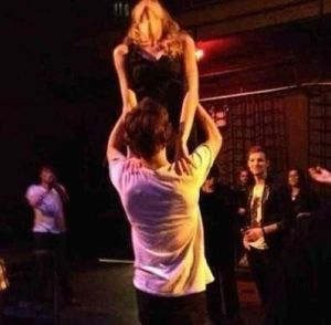 haylor, haylor dirty dancing, harry styles, harry styles and taylor swift, taylor swift, taylor swift at one direction msg after party, harry taylor karaoke party