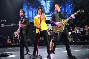 jonas brothers, jonas brothers news, jonas brothers 2012, jonas brothers jingle ball, jonas brothers 2012 jingle ball, jonas brothers jingle ball video