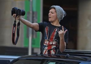 one direction, one direction nyc, one direction pulled over by cops, louis niall sunroofing, louis niall sunroof, one direction sunroof
