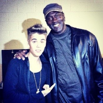 Justin Bieber Meets His Basketball Idol! Peep the Pic!