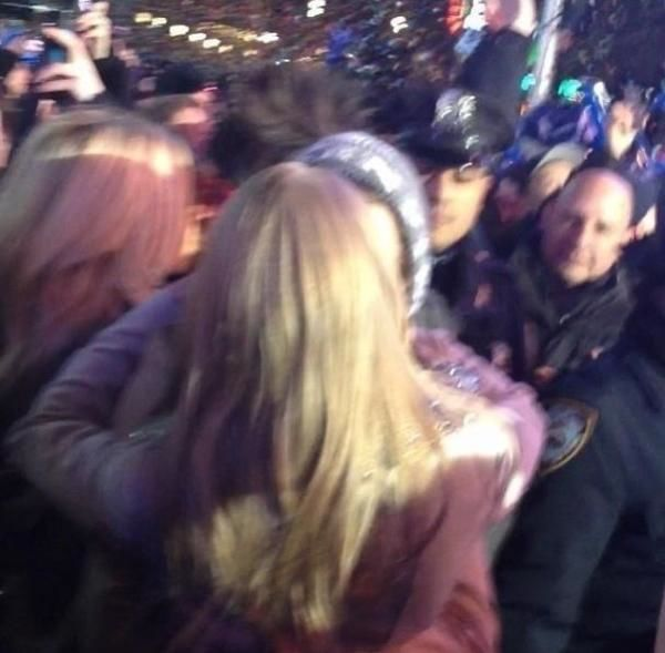 ... styles taylor swift kiss, harry styles taylor swift kiss new years eve