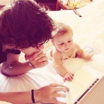 One Direction Guys Pictured With Babies!; 1D Moms Discuss Their Son's Tattoos! (CLICKWORTHY!)