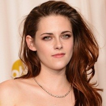 Kristen Stewart Spotted With a New Man! (CLICKWORTHY!)