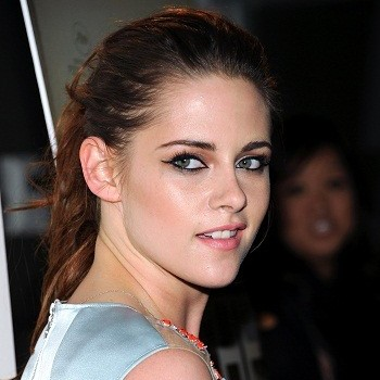 Kristen Stewart's Valentine's Day Eve Plans Weren't That Exciting!; Conor Kennedy Arrested in D.C.! (CLICKWORTHY!)