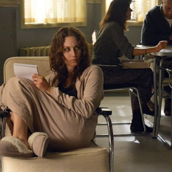 'Pretty Little Liars' Season 3, Episode 20 Recap: SOS Spencer