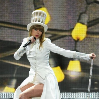Taylor Swift &quot;We Are Never Ever Getting Back Together&quot;: Grammys vs. VMAs!