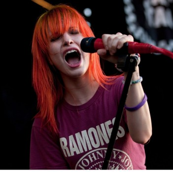 SXSW 2013: Paramore Performs New Music!