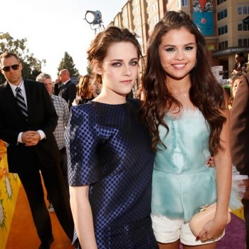 Kristen Stewarts Hangs With Selena Gomez, Gets Slimy!