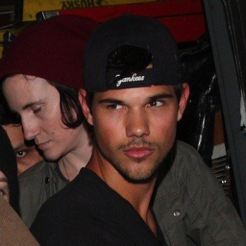 Kristen Stewart Out With Taylor Lautner...But Where's R-Patz?
