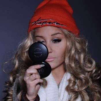 "Amanda Bynes Tweets Her Crush on Drake, Calls Him ""Handsome"""