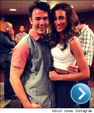 Kevin and Danielle Jonas instagram pic.