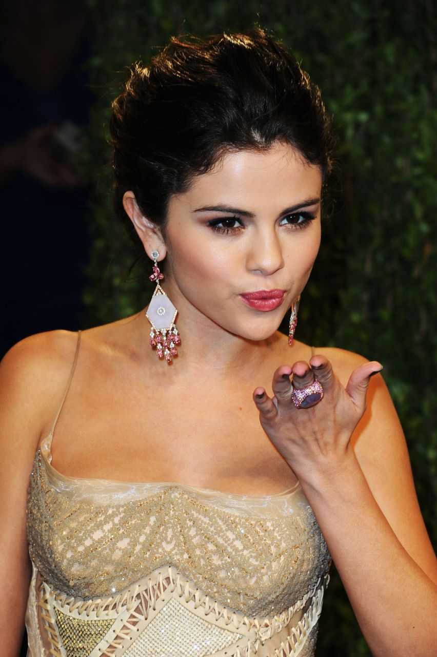 Selena Gomez dating older man after Justin Bieber breakup