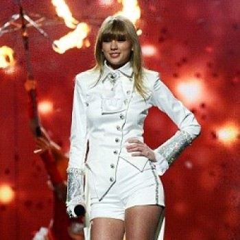 Taylor Swift: Chris Brown Wants to Cover &quot;I Knew You Were Trouble&quot;