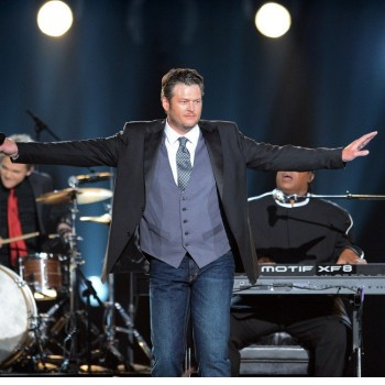 Blake Shelton Will Officiate and Perform at Kelly Clarkson's Wedding