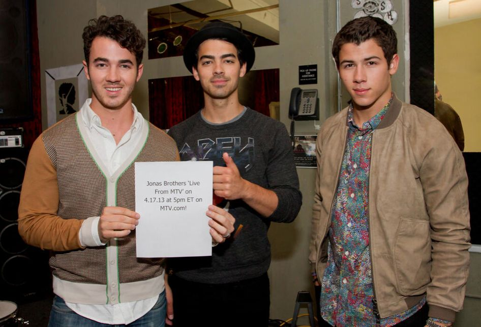 Jonas Brothers live chat live streaming video MTV
