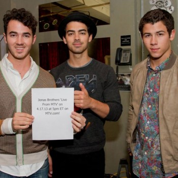 "Jonas Brothers ""Live From MTV"" Chat Live Stream Video"