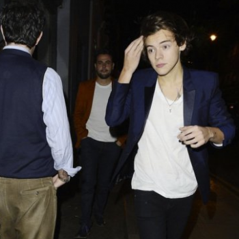 Harry Styles Out and About!