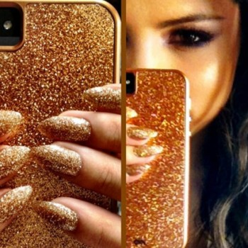Selena Gomez Matches Her Manicure to her iPhone...See the Pic!