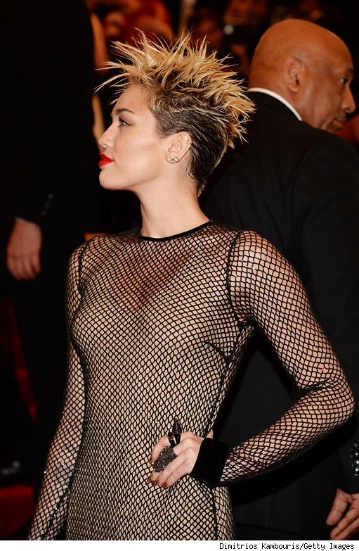 Miley cyrus attends met gala without liam hemsworth or engagement