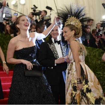 Big Met Gala Moments: Jennifer Lawrence Pets SJP, Taylor Swift Hangs With Gwyneth