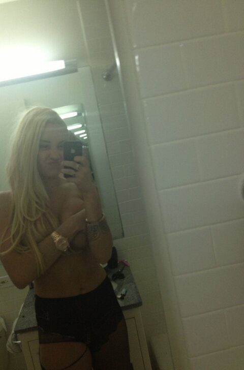 Amanda Bynes naked Twitter pic braless topless